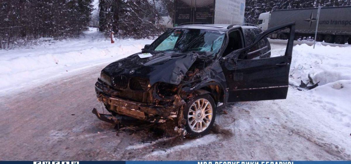 Водитель BMW насмерть сбил дальнобойщика, который помогал коллеге парковаться в Вороновском районе