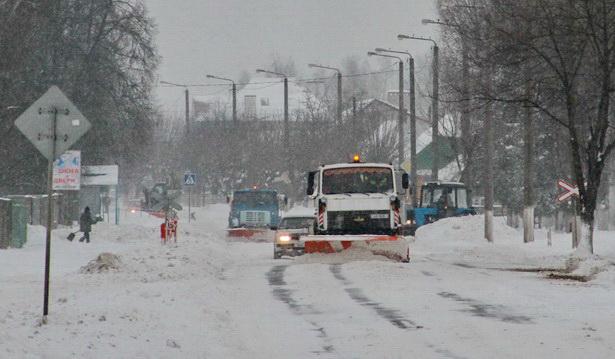 Сколько единиц спецтехники освобождают в Барановичах дороги от снега