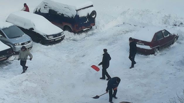 Лукашенко поручил организовать людей для уборки снега