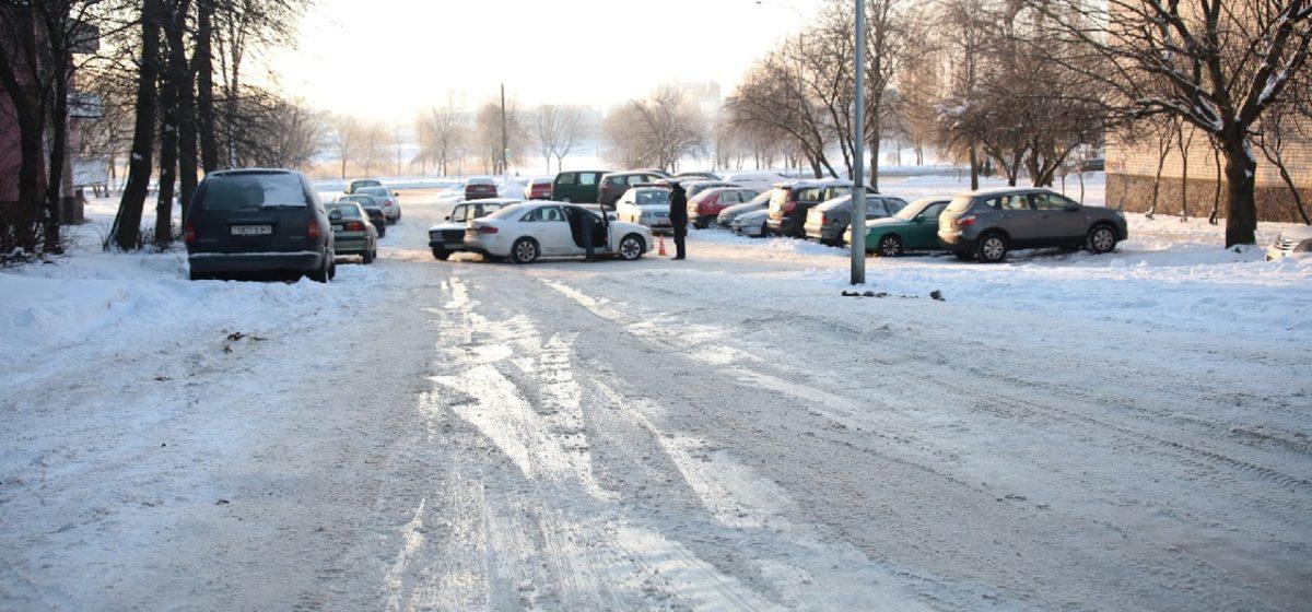 Audi и «Жигули» медпомощи столкнулись на скользкой дороге в Барановичах