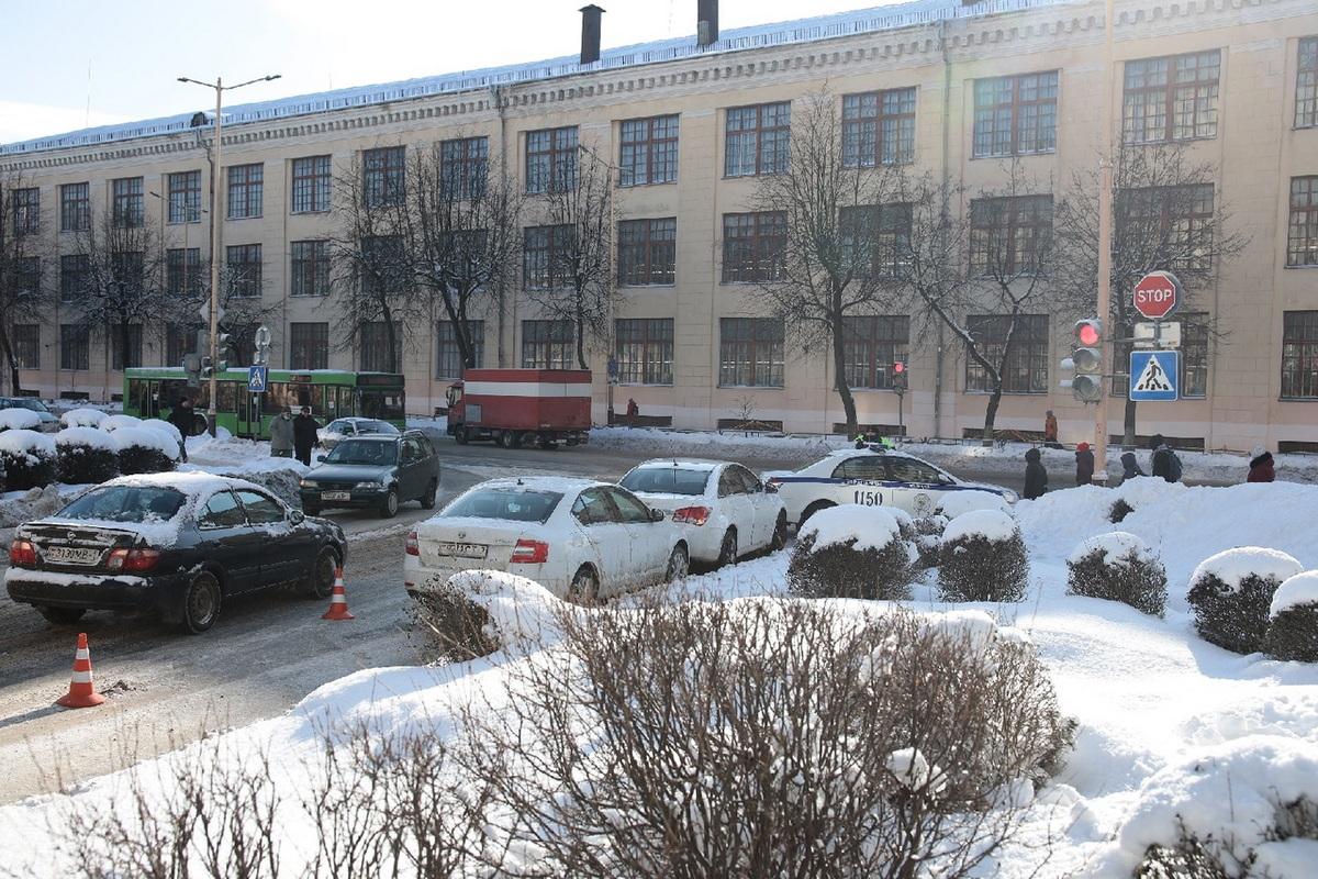 ДТП около магазина «Сапфир». Фото: Александр КОРОБ