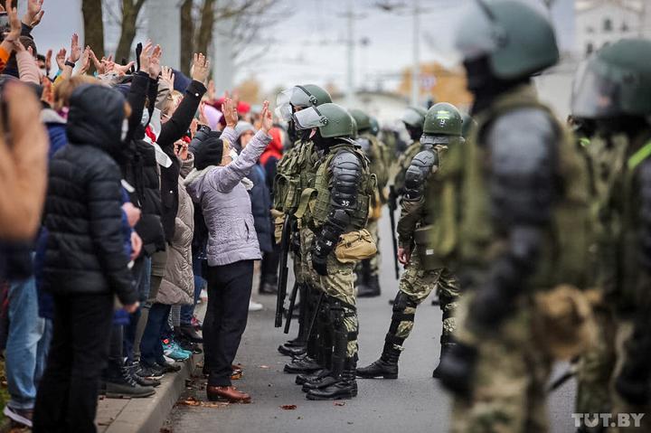 Воскресный марш 1 ноября в Минске. Фото: TUT.BY