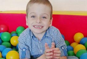 Никите Майсейчику из Барановичей нужна коляска, чтобы осенью самостоятельно поехать в первый класс