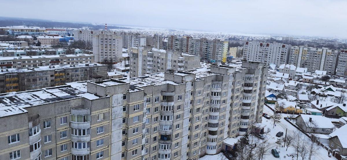 Вид из окна 16-этажки на другие многоэтажные дома Южного микрорайона. Фото: Елена ЗЕЛЕНКО