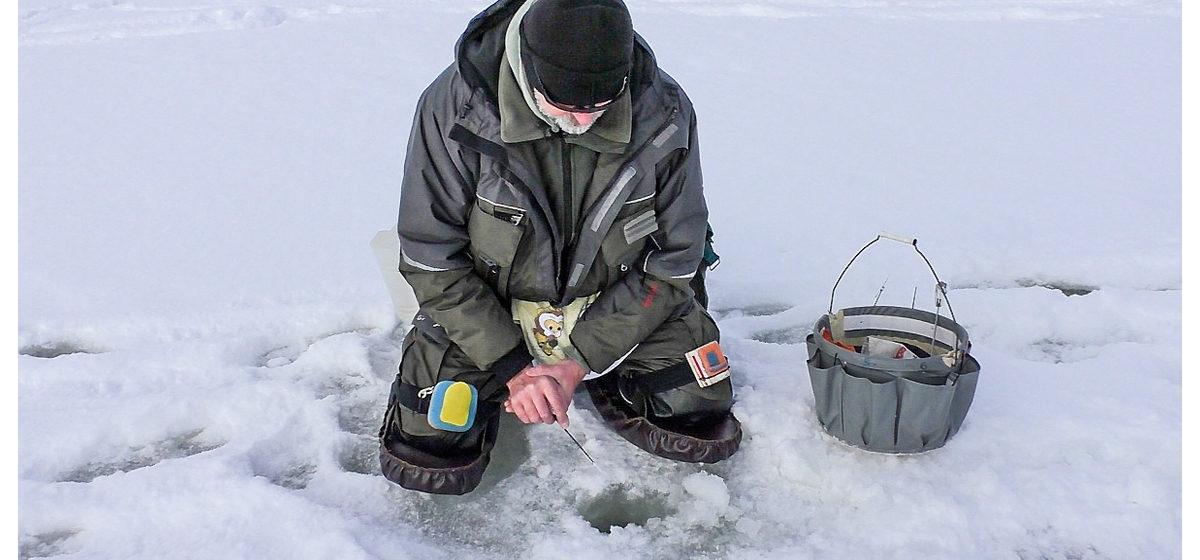 Как ловить рыбу на мормышку, показали в Барановичах. Фотофакт