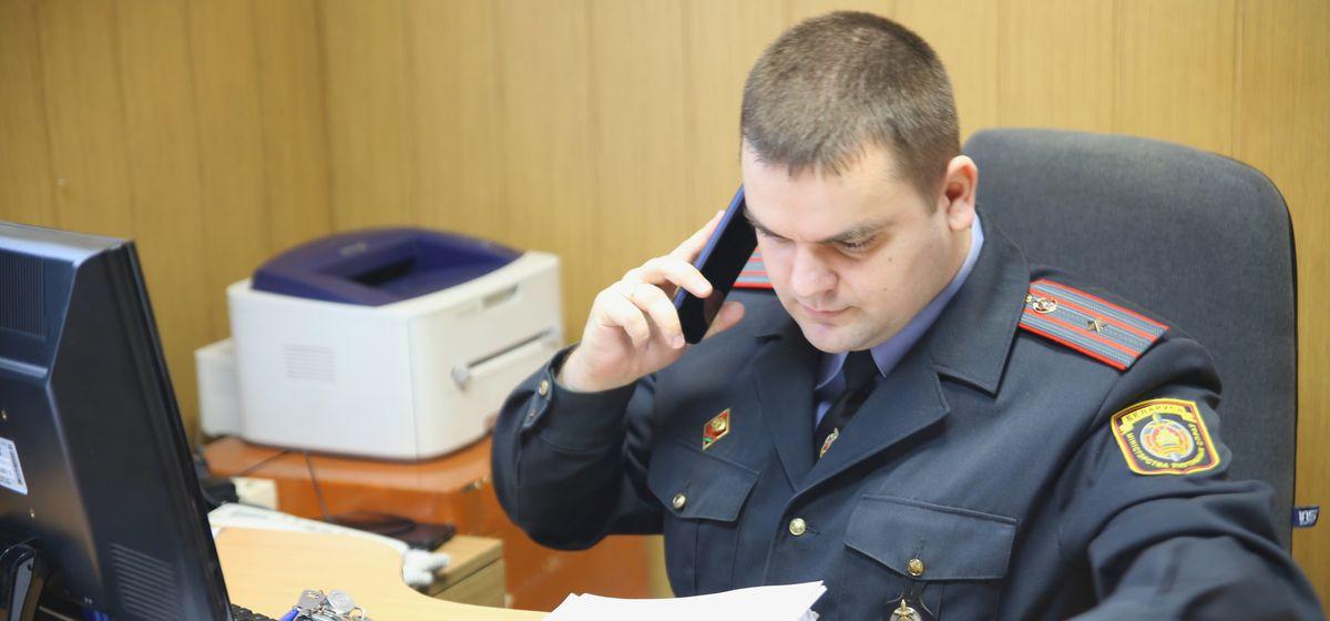 Старший инспектор службы ООПП Барановичского ОВДТ Евгений Ноговицын. Фото: Никита ПЕТРОВСКИЙ