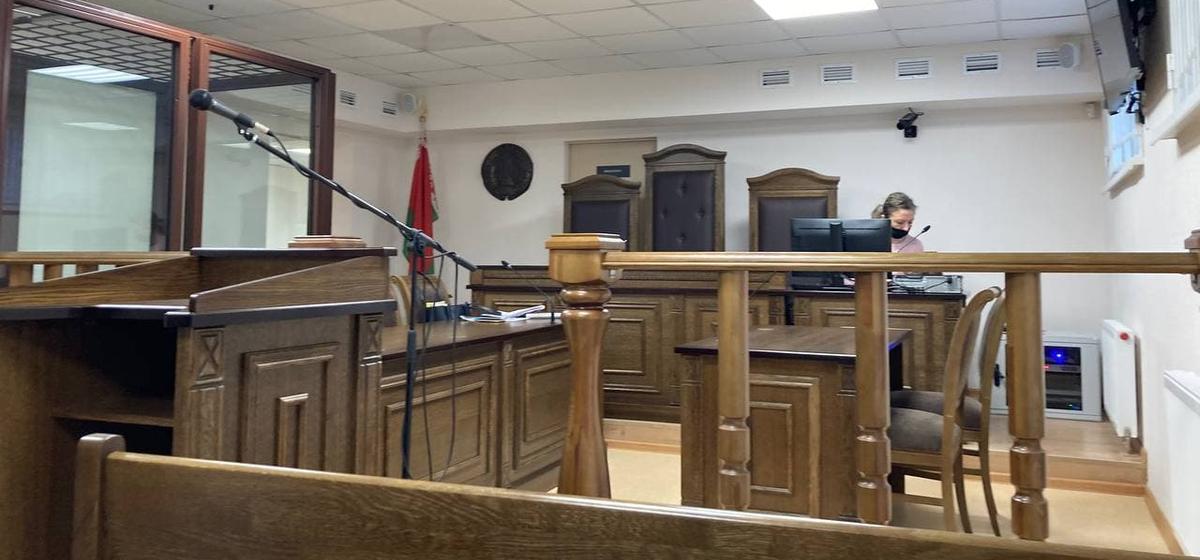 Вынесен приговор барановичскому тренеру по плаванию. Его обвиняли в перевозке «коктейля Молотова»