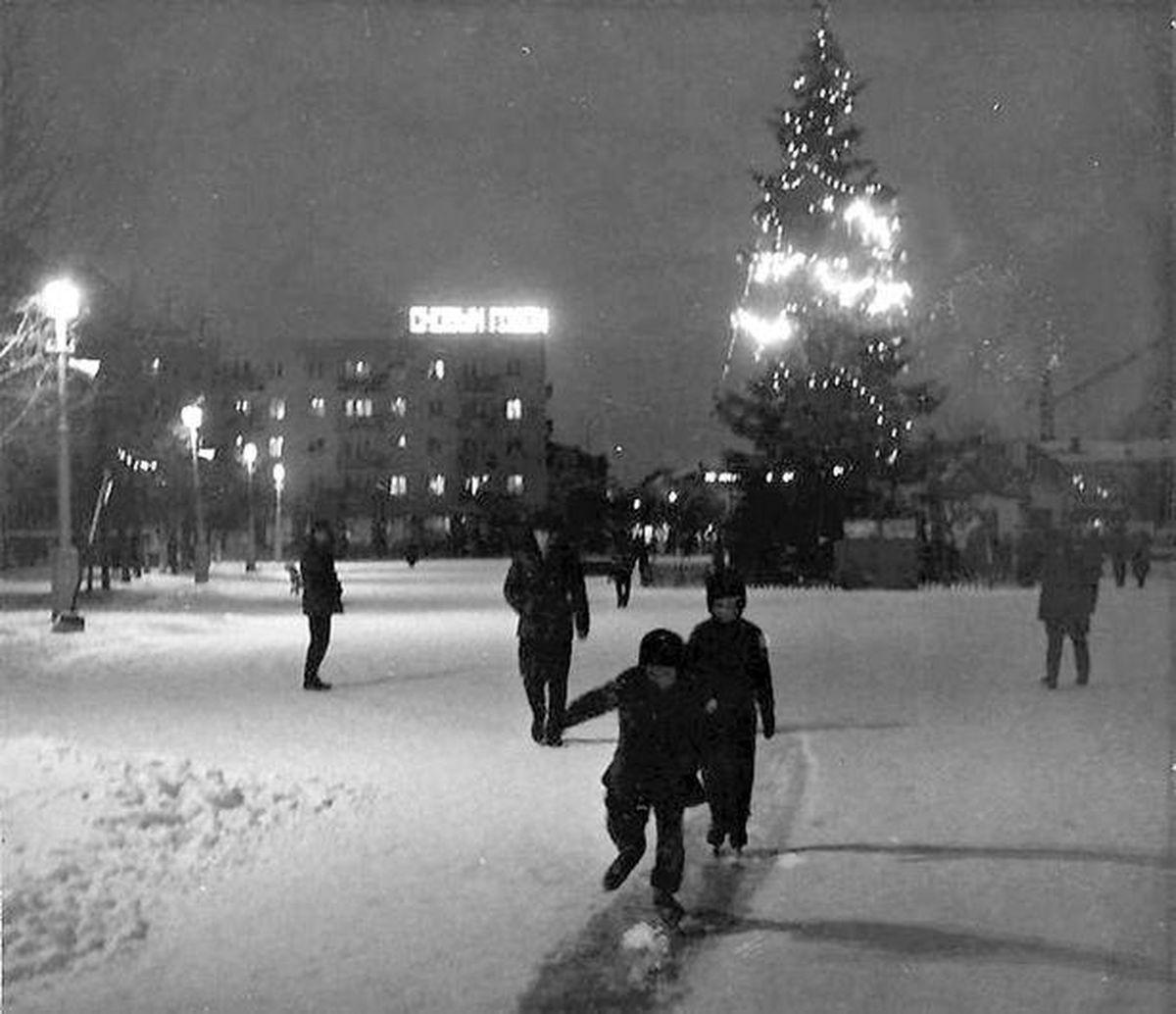 1973 год. Елка в центре Барановичей. Фото: сайт 1871.by