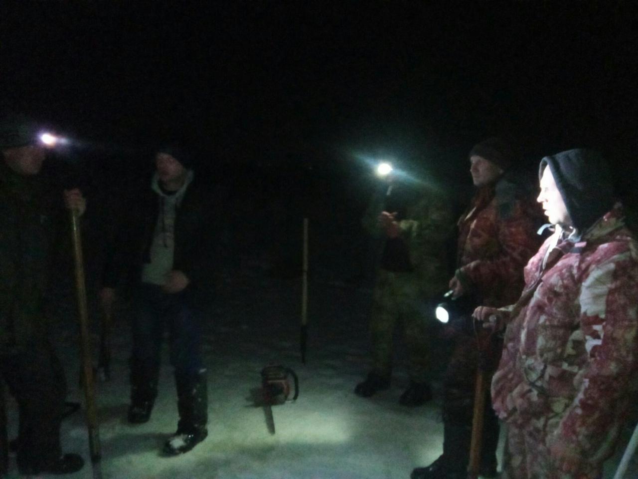 Сверление лунок и вырубка прорубей в Сочивках.