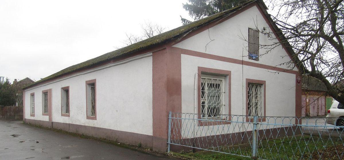 Здание в центре Барановичей продали на торгах вдвое дороже начальной цены. Вот кто его купил