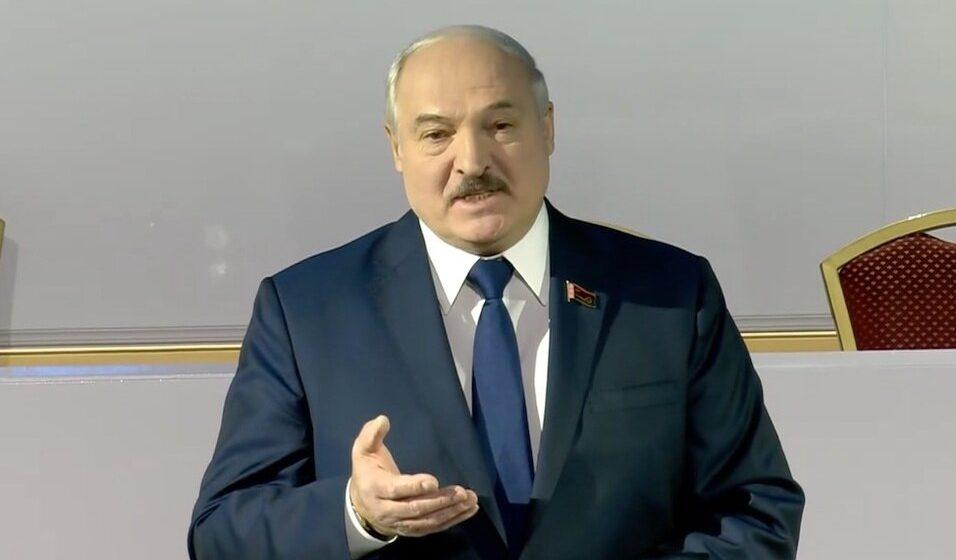 Лукашенко: В начале 2022 года проект новой Конституции вынесут на референдум