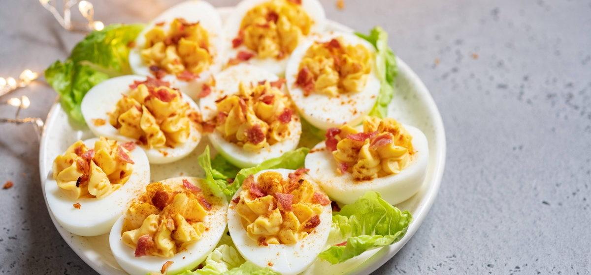 Вкусно и просто. Фаршированные яйца с беконом