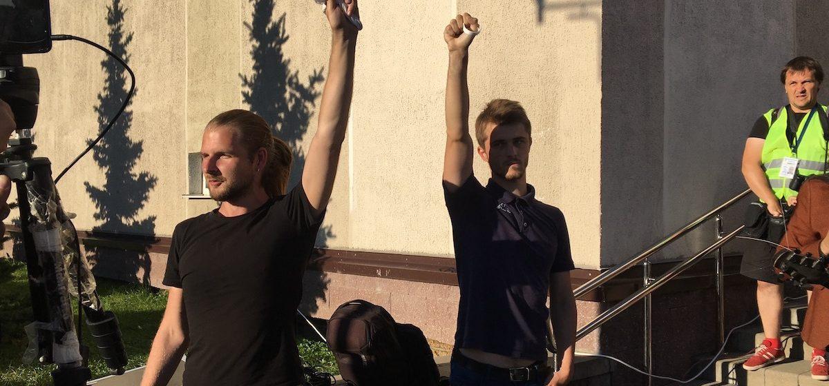 BYPOL опубликовала видео задержания «диджеев перемен». На суде говорили, что они сопротивлялись