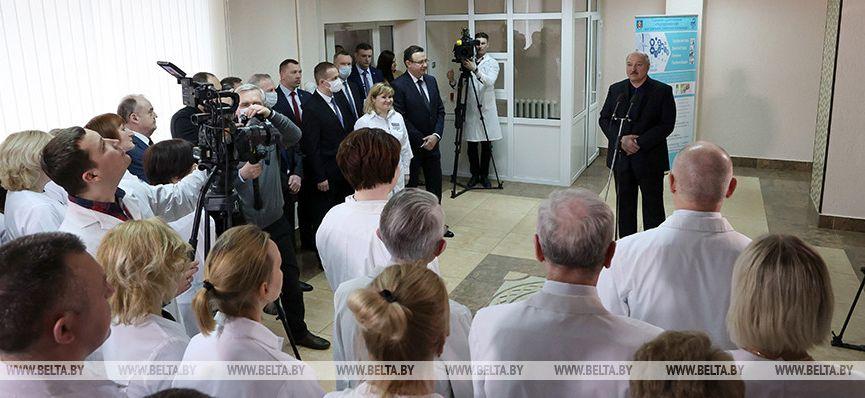 Лукашенко о коронавирусе: «Эта зараза от нас никуда не ушла»