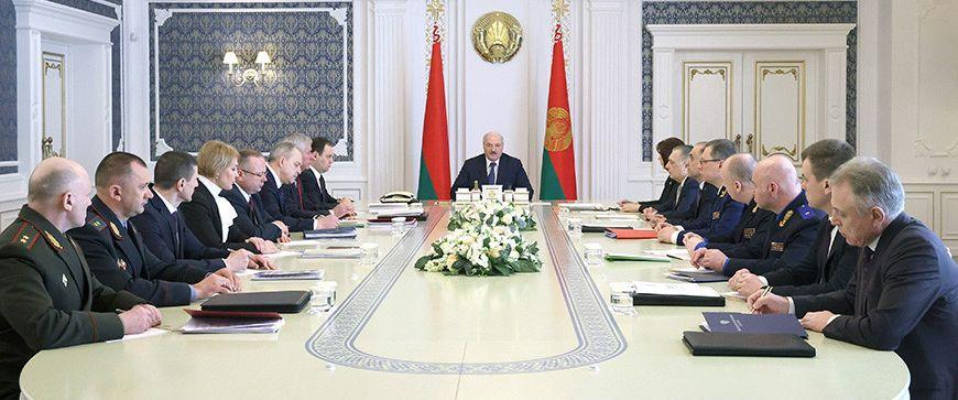 «Жить нам спокойно не дадут». Лукашенко провел совещание по изменению законов по охране порядка и нацбезопасности