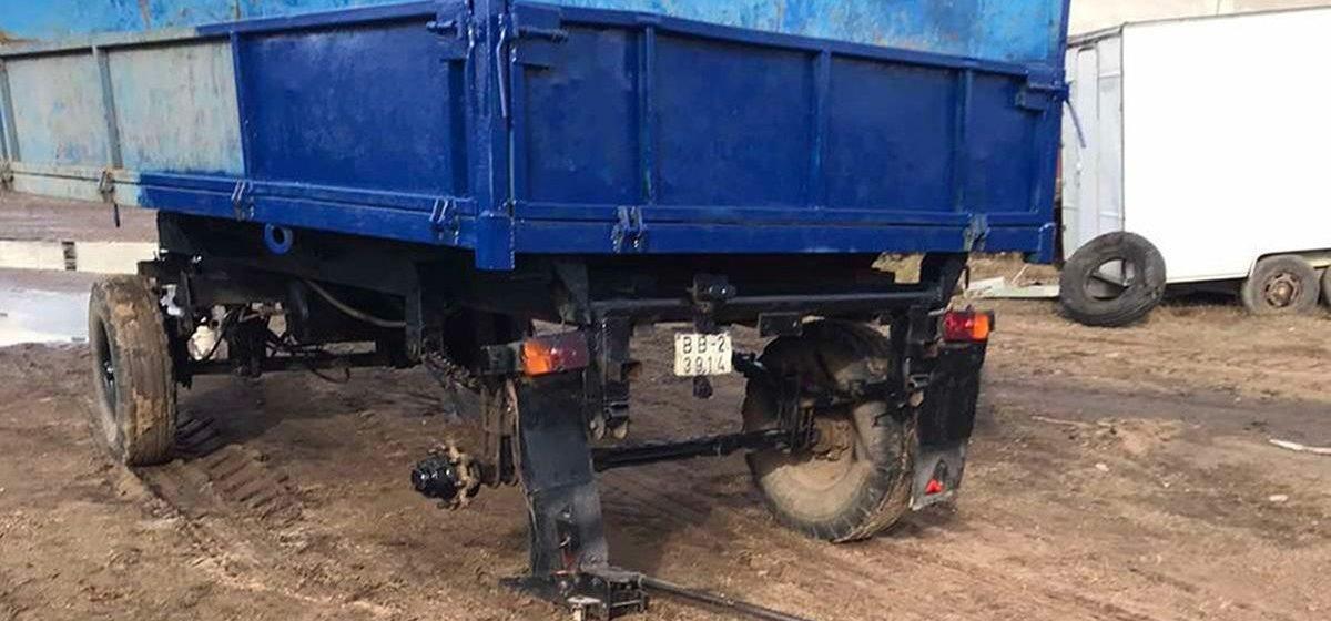 Взорвавшееся колесо прицепа для трактора убило рабочего в Верхнедвинске