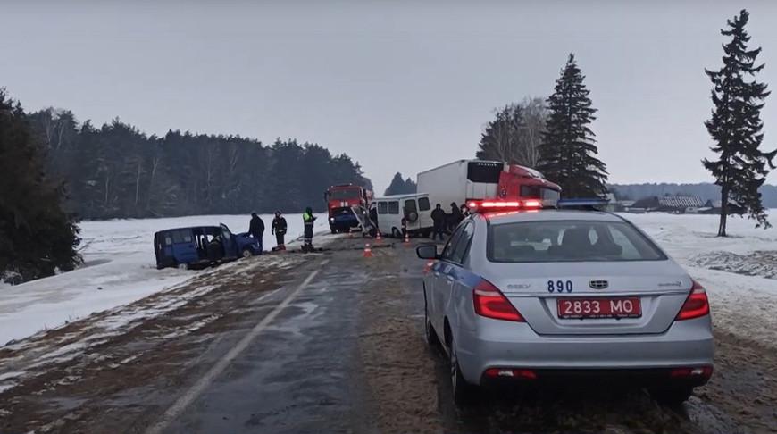 Лобовое ДТП на трассе Осиповичи – Барановичи: шесть человек в больнице. Видео