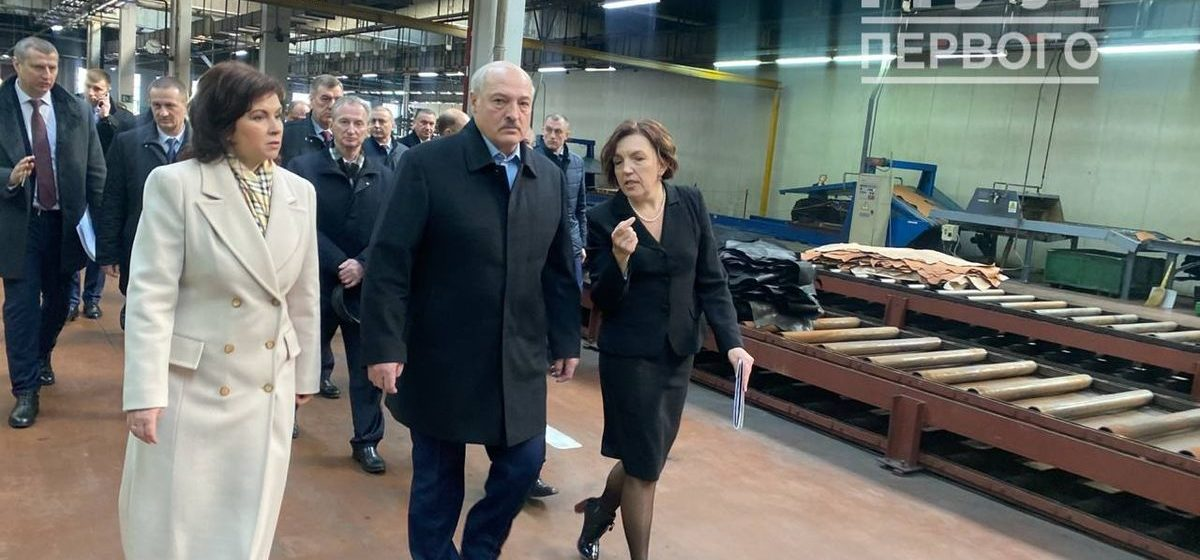 Лукашенко сделал необычный подарок бывшему барановичскому депутату, которая руководит предприятием с долгами на 8 млн. Видеофакт
