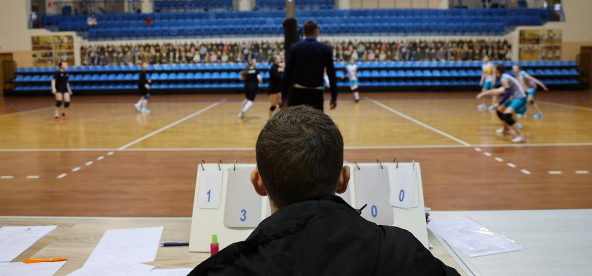 Республиканские соревнования среди юных волейболисток проходят в Барановичах. Фотофакт