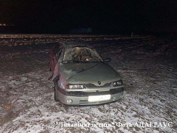 Автомобиль «Рено Лагуна» вылетел в кювет и перевернулся под Ляховичами. Есть пострадавшие