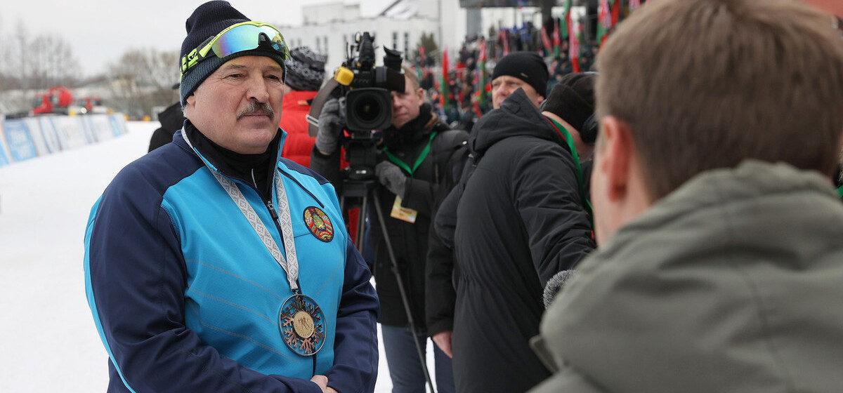 Лукашенко рассказал о своем лыжном костюме, часах и запасе «на экстренный случай»
