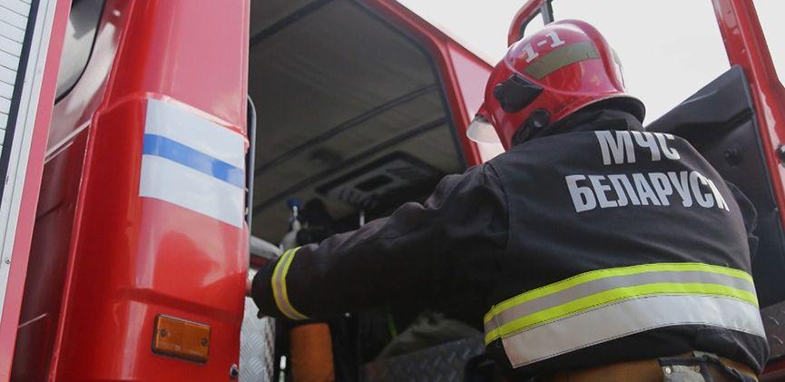 Девочка засунула ногу в батарею и застряла в Смолевичском районе. Пришлось вызывать МЧС