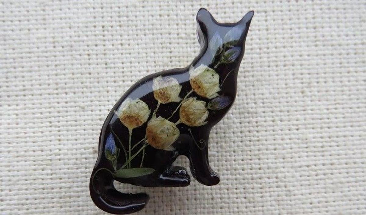 Брошки и статуэтки котов – неприемлемые в Италии подарки.