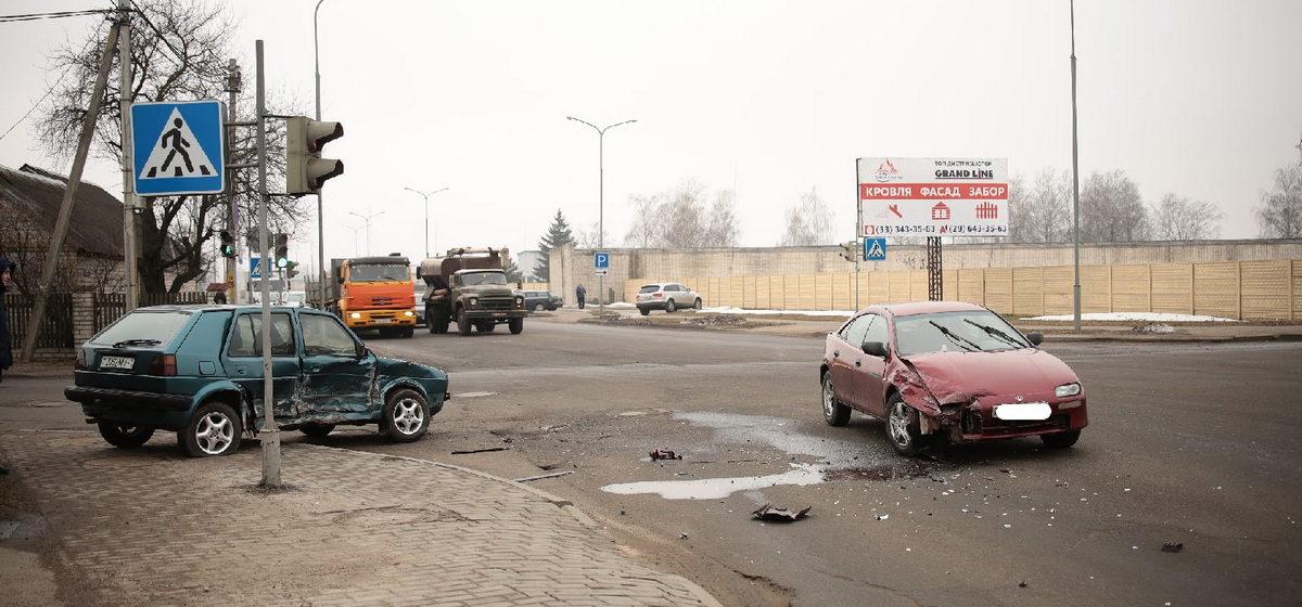 В ДТП в Барановичах автомобиль от удара вынесло на тротуар