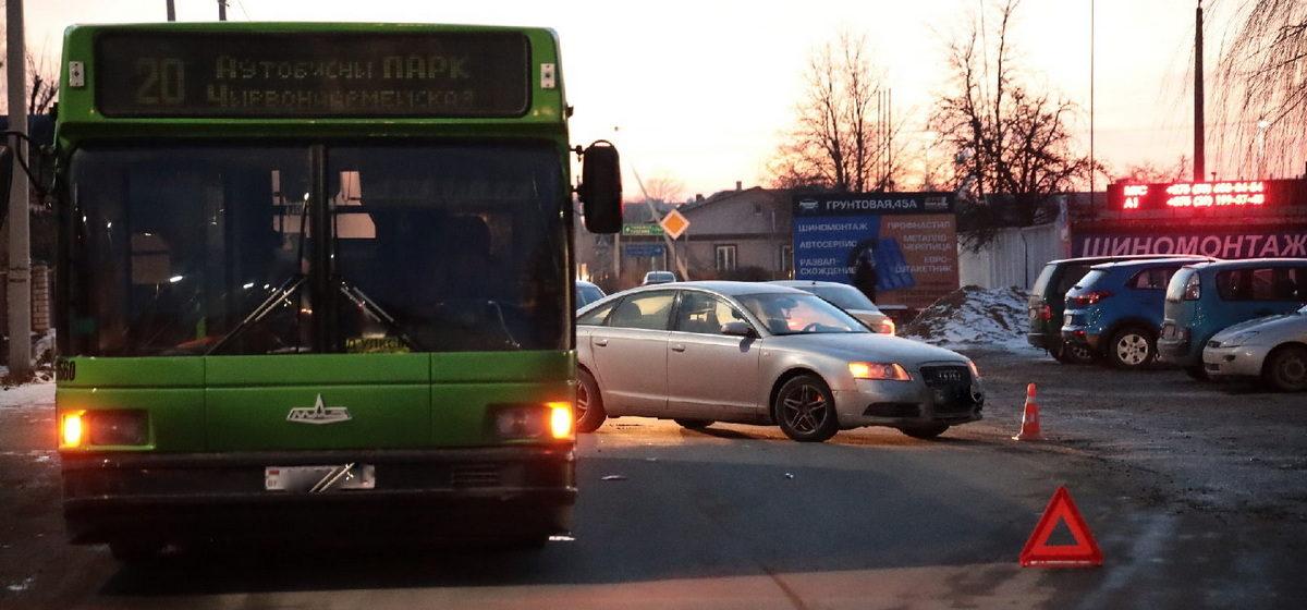Audi и городской автобус столкнулись в Барановичах