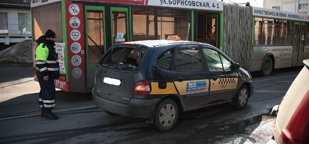 Такси и городской автобус столкнулись в Барановичах