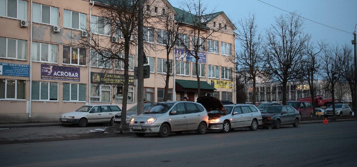 Два Renault и Peugeot столкнулись в Барановичах