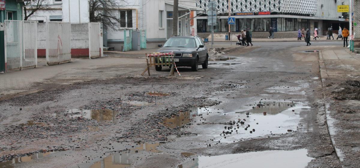 «Асфальт на улицах ушел вместе со снегом». Фоторепортаж с улиц города Барановичи
