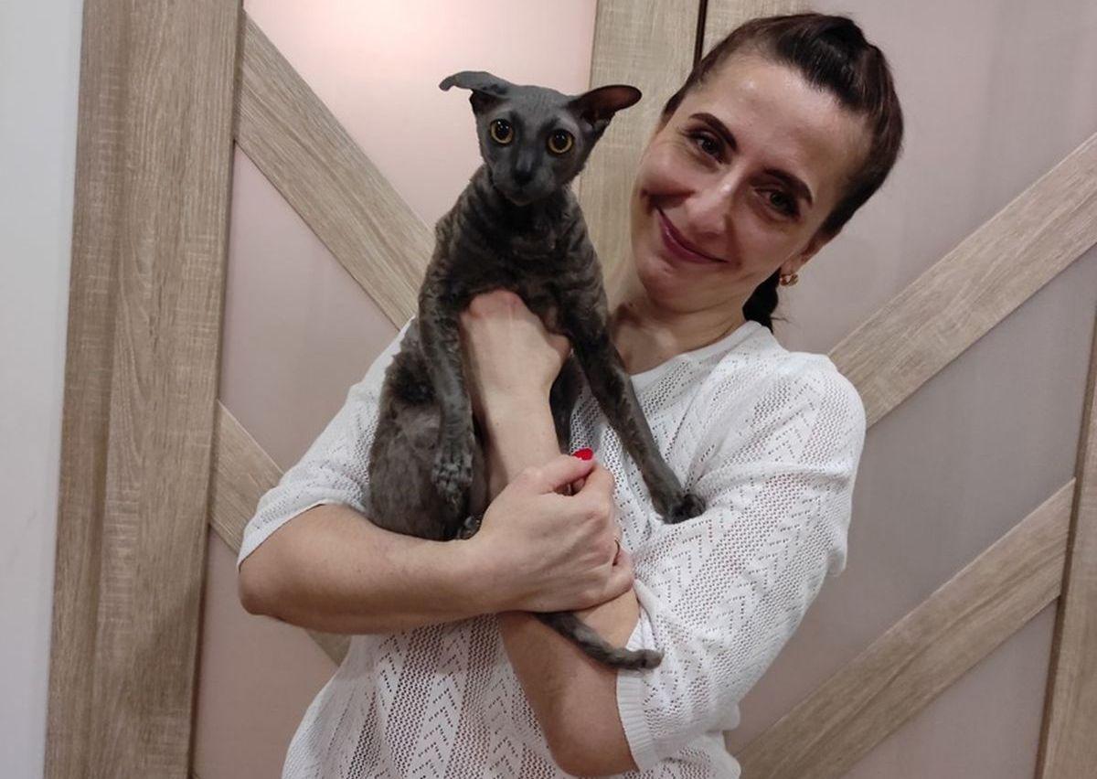 Наталья Мельникова со своим котом Томасом. Фото: личный архив