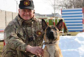 «Для собак даже построили остановку и купили маршрутку». Как житель Барановичей создал уникальный в стране кинологический центр
