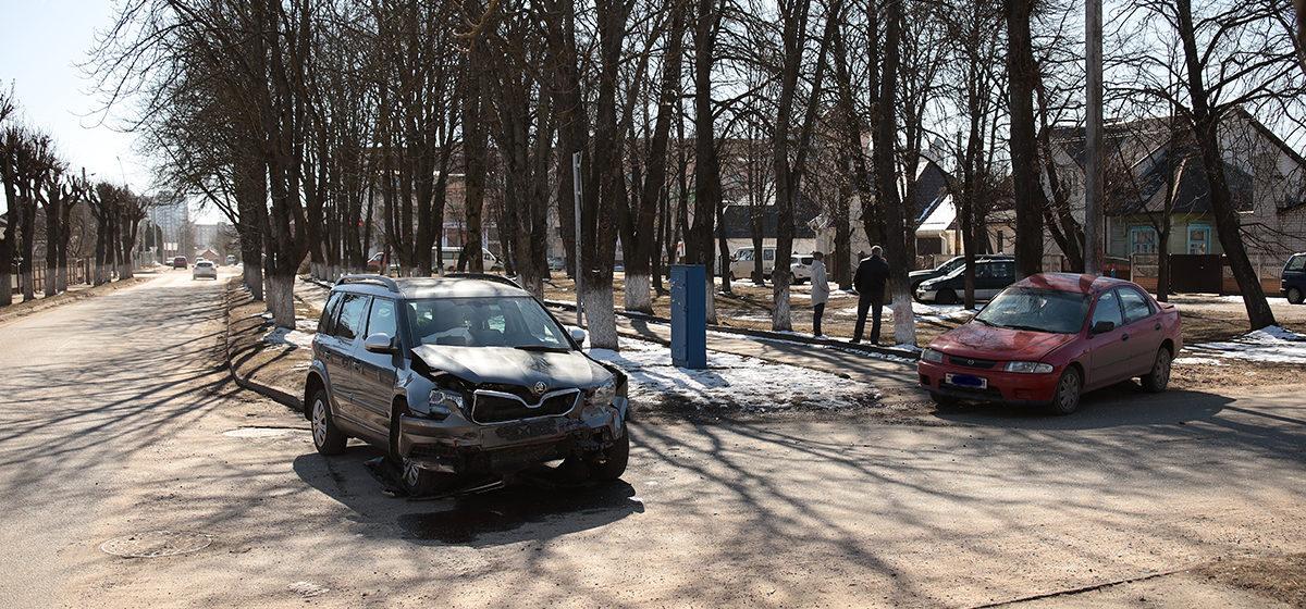 В результате ДТП в Барановичах два автомобиля развернуло на дороге