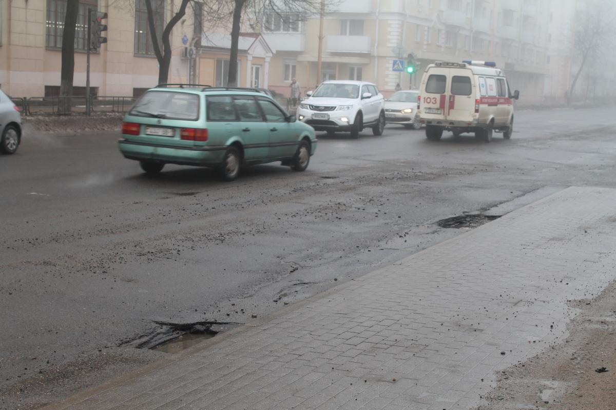 Улица Ленина, остановка «Швейная фабрика». Фото: Татьяна МАЛЕЖ