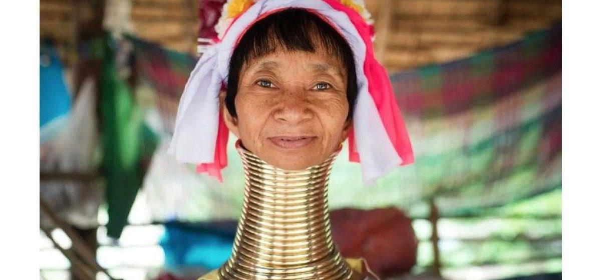 Вытягивание шеи, пояс верности, принудительное откармливание — дикие традиции, которые калечили женщин разных стран мира