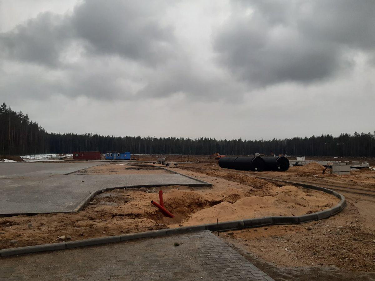 Парковка на будущем кладбище. Фото: Елена ЗЕЛЕНКО