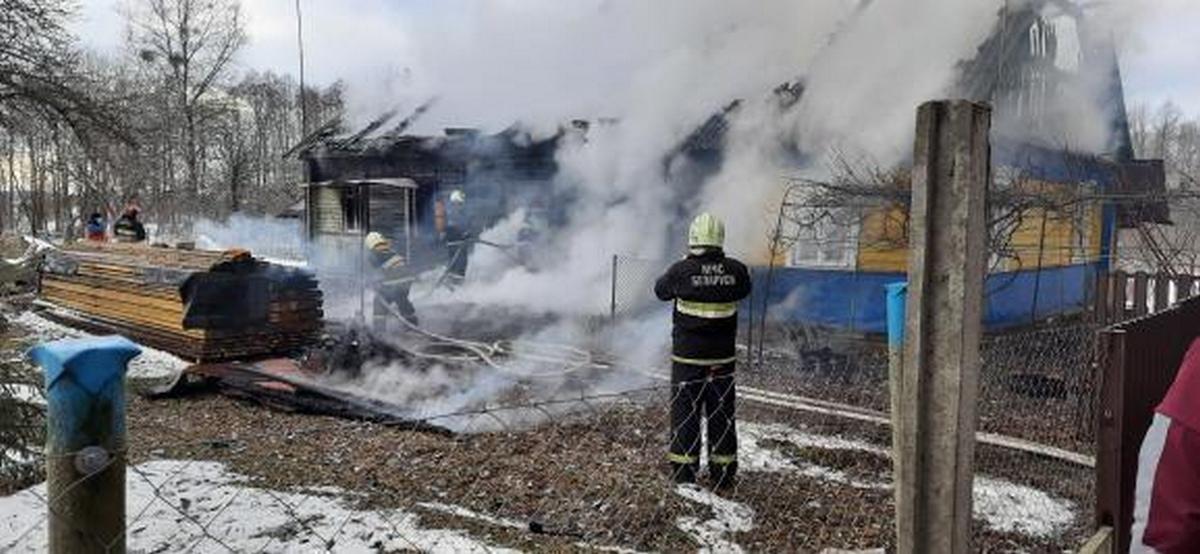 Жилой дом горел в Барановичском районе. Видео