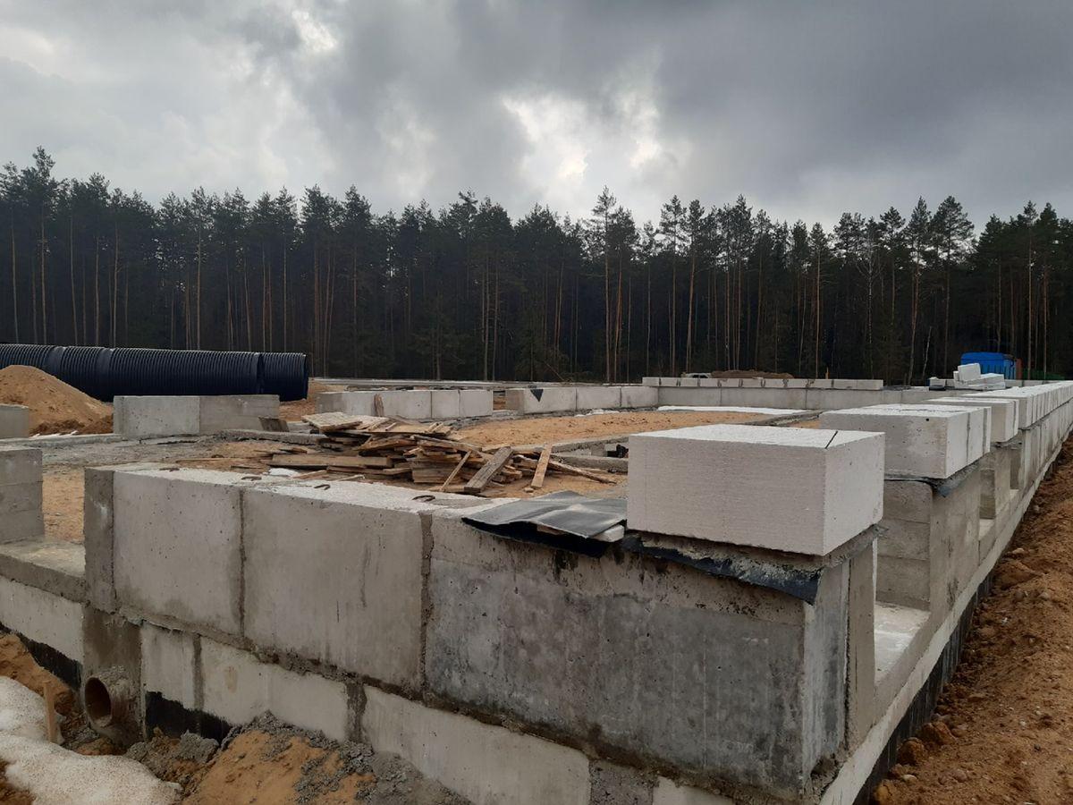 19 марта 2021 года. Строительство административного здания на кладбище. Фото: Елена ЗЕЛЕНКО