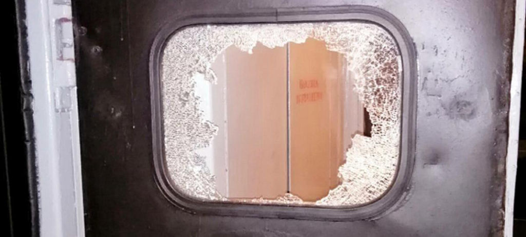Пьяный житель Барановичей разбил в поезде стекло