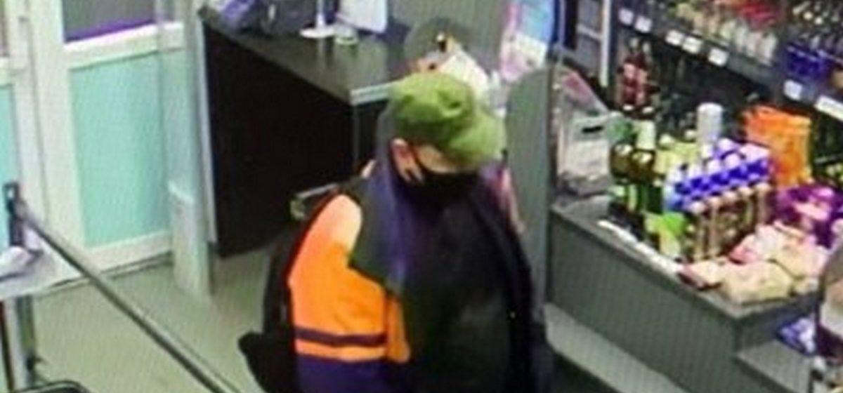Мужчину, который рассчитывался чужой картой в магазине, разыскивает барановичская милиция