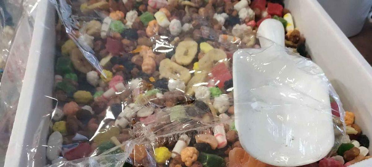 Опасную для здоровья детей фруктово-ореховую смесь продавали в Барановичах. Что за она?