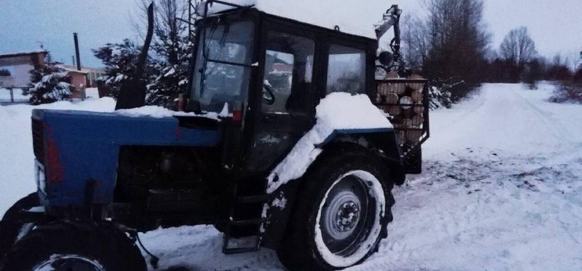 Угнал у знакомого трактор и поехал на нем красть дрова житель Барановичей