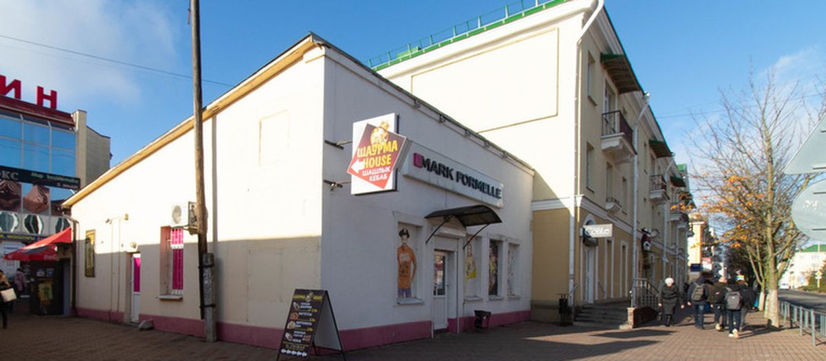 Здание магазина в центре Барановичей выставили на продажу. Что будет с самим торговым объектом?