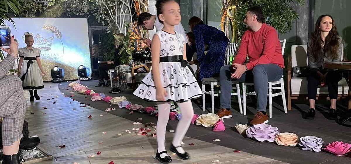 Юные модели из Барановичей приняли участие в модном показе телепроекта «Супермодель по-белорусски». Фото