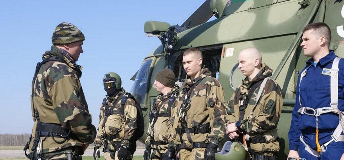 «Воздушное судно потерпело крушение в районе города Барановичи». Как тренируются авиационные спасатели