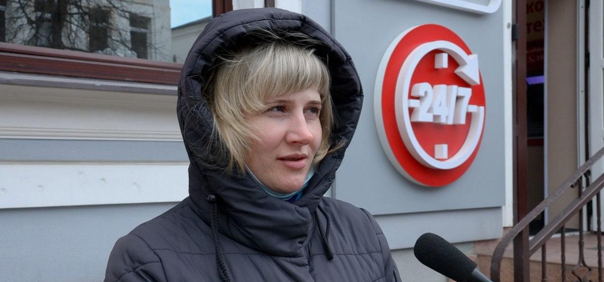 «Это ограничение выбора». Как реагируют жители Барановичей на запрет ввоза и продажи Nivea и Škoda в Беларусь?