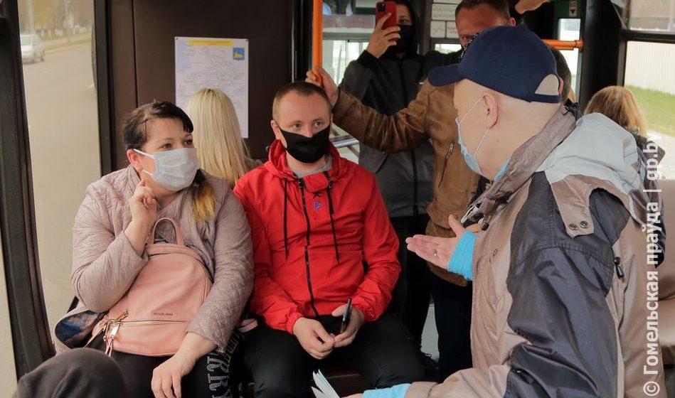 Солодуха в гомельских автобусах раздавал билеты на свой концерт. Смотрите, как реагировали люди
