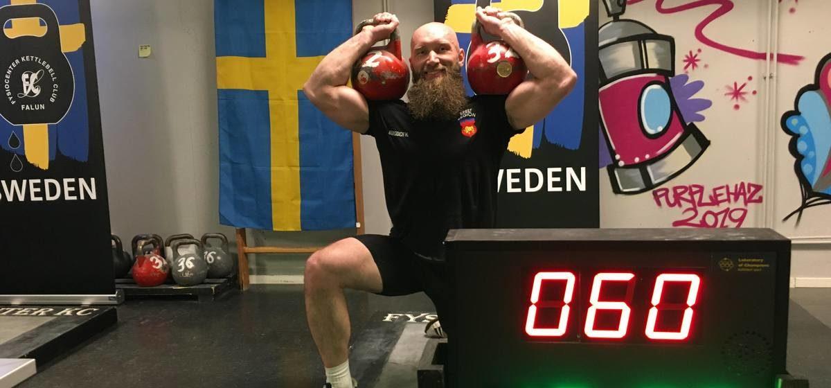 С двумя золотыми наградами из Швеции вернулся барановичский гиревик